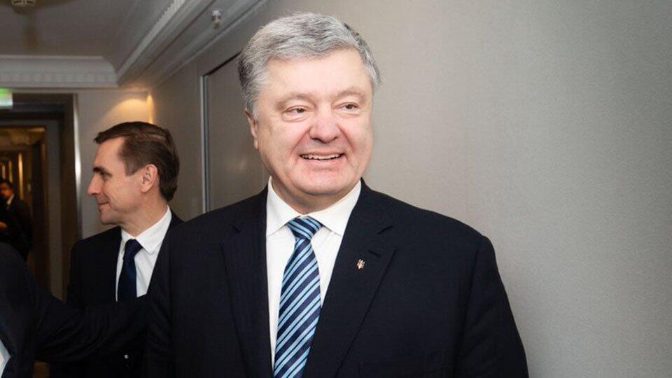 Порошенко уехал из Украины накануне допроса