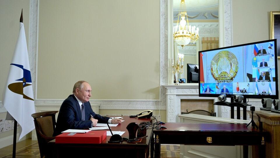 Путин выступил на Евразийском женском форуме: главное