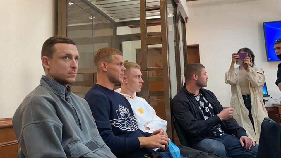 """""""Надеемся на справедливость"""": Кокорин и Мамаев пришли в суд"""