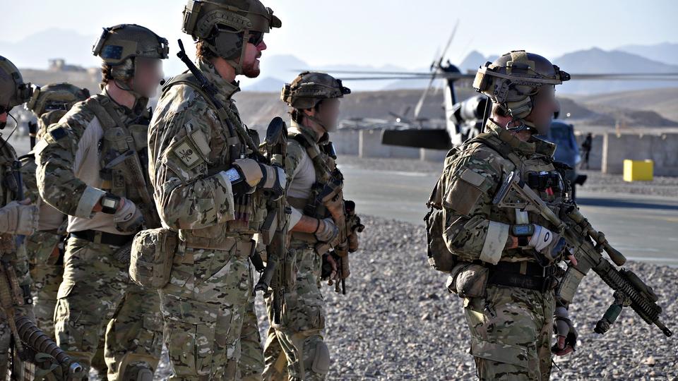 Британский спецназ бежал из Афганистана, переодевшись в женские платья