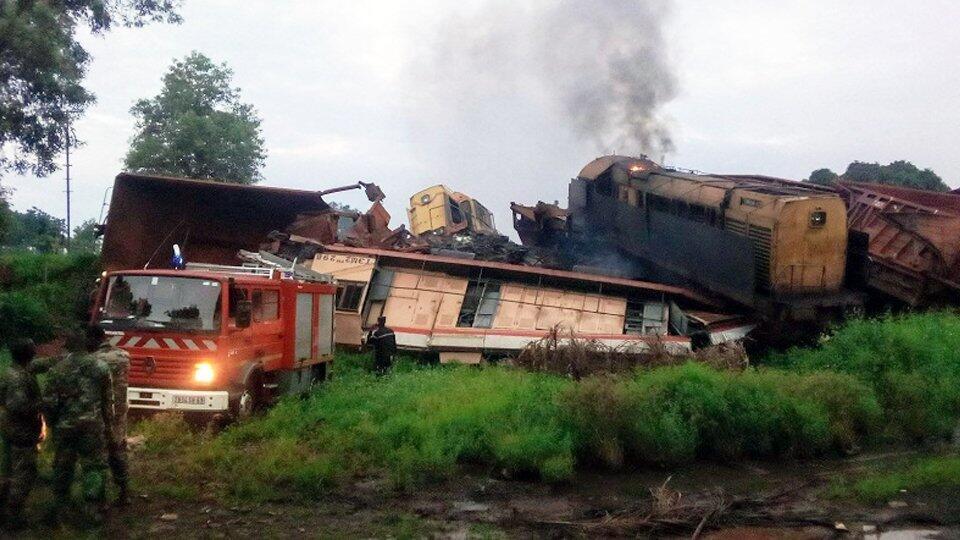 Два грузовых состава столкнулись в Гвинее, погиб один человек