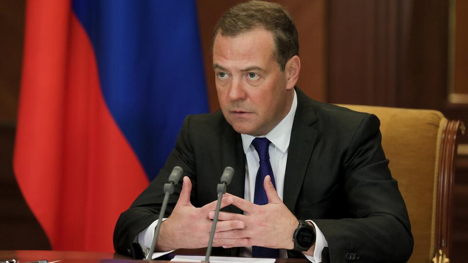 Медведев: США пытаются грубо вмешиваться в дела суверенных стран