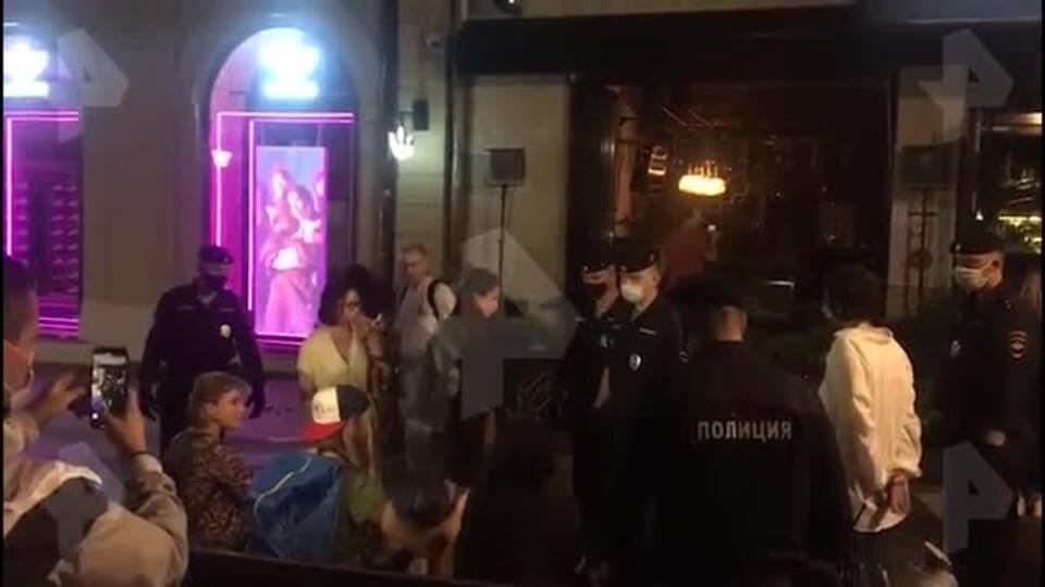 Полицейские задержали участников диско-вечеринки на Кузнецком мосту