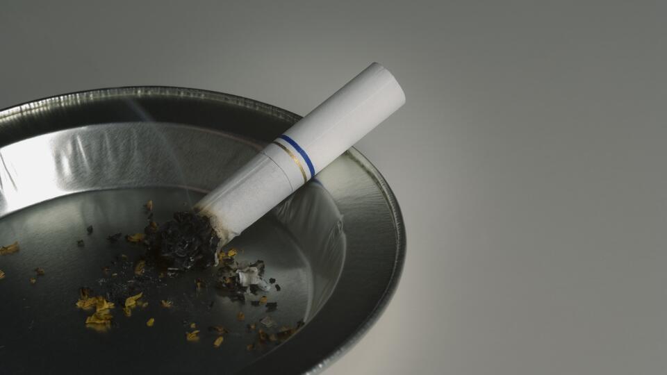 Онколог предупредил курильщиков об опасных последствиях коронавируса