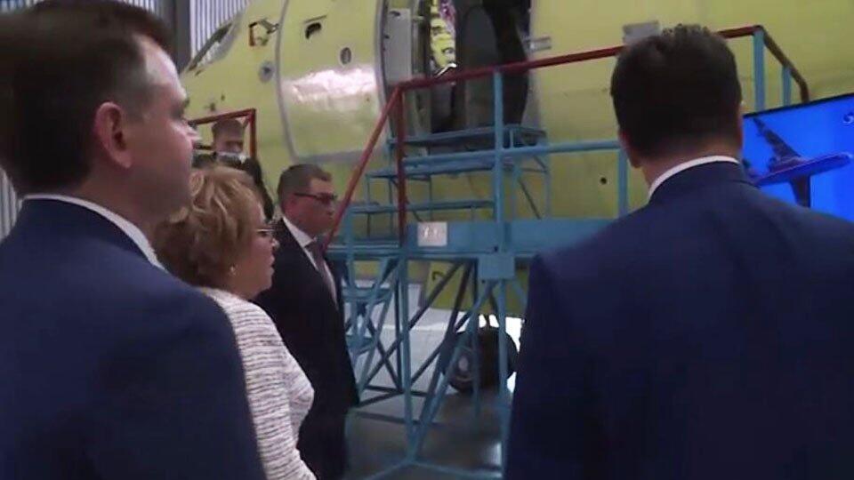 Матвиенко и губернатор Голубев осмотрели самолет-амфибию Бе-200