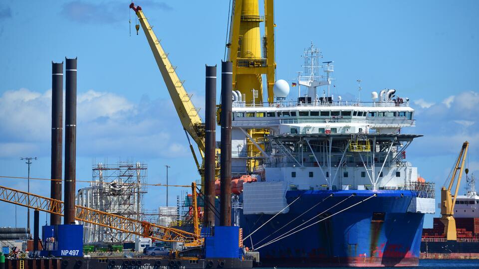 """Способное достроить """"Северный поток — 2"""" судно направилось в порт ФРГ"""