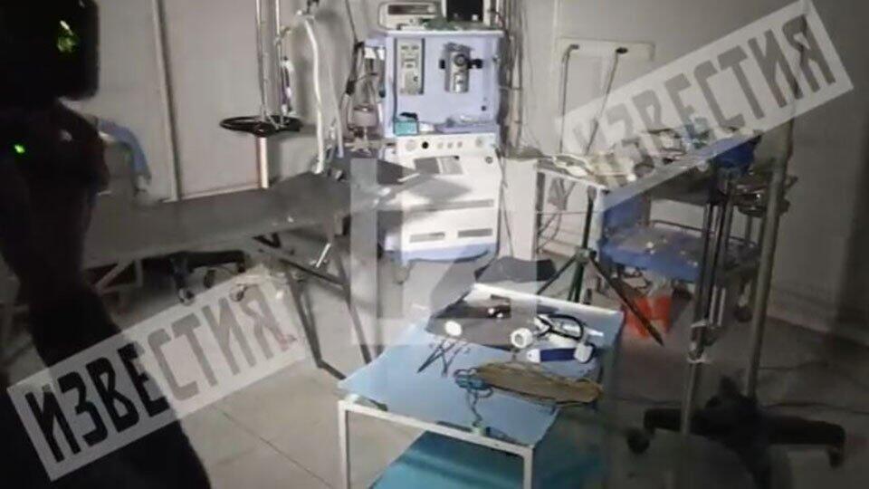 Врач показал разрушенный бомбами госпиталь в Карабахе