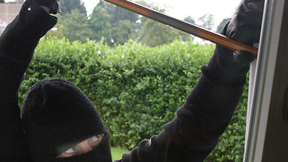 В Петербурге трое в масках ограбили баню монастыря