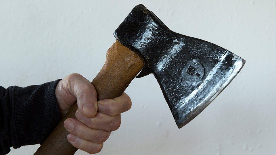 В Москве мужчина изрубил топором экс-сожительницу и ее мужа