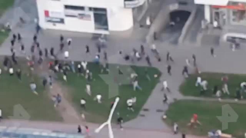 Убегающую от милиции толпу протестующих в Минске сняли на видео