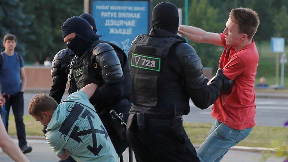 103 правоохранителя пострадали на протестах в Белоруссии