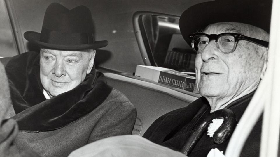 Фото: © Уинстон Черчилль и Бернард Барух, 1961 год. Wikipedia