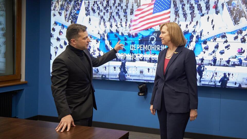 """Киев обвинили в готовности уничтожить народ ради """"селфи с Байденом"""""""