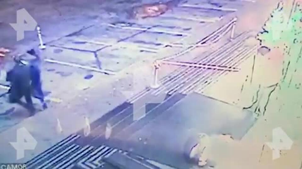 Добивали ногами: новое видео нападения на сына Жванецкого в Москве