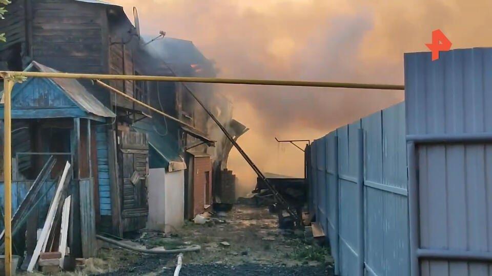 Новые кадры страшного пожара на площади 1,3 тысячи кв. м в Самаре