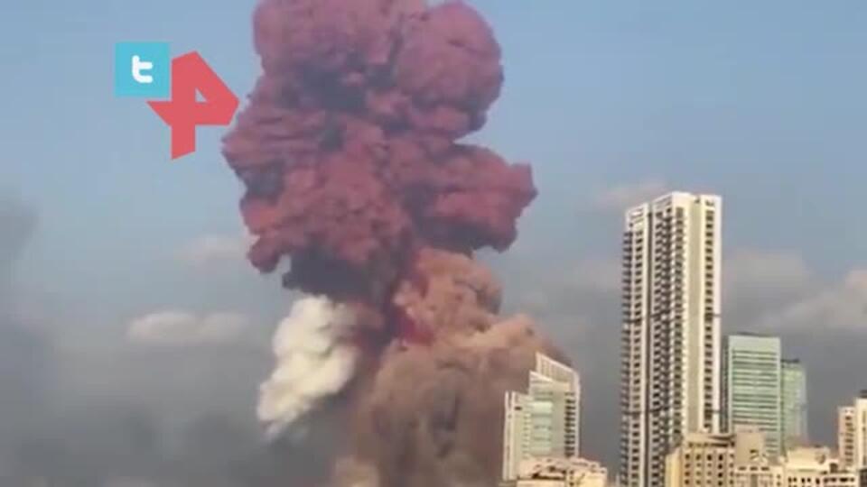 Глава Бейрута заявил, что от взрыва пострадала половина города