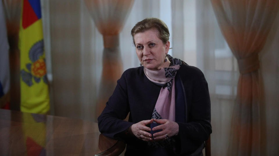 Попова призвала россиян вакцинироваться до летних отпусков
