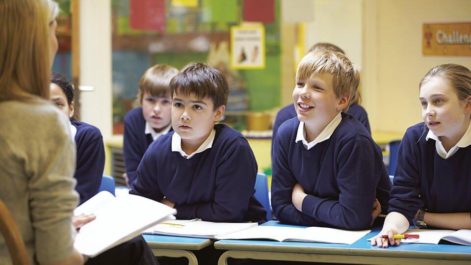 В английской школе запретили фразу Доброе утро, мальчики и девочки
