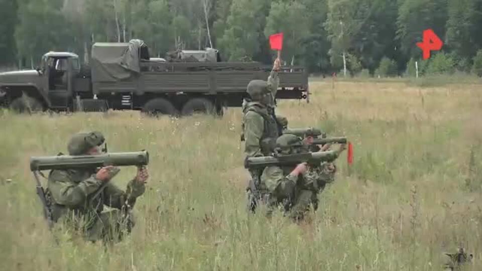 """Российские военные атаковали позиции """"врага"""" с реактивными огнеметами"""