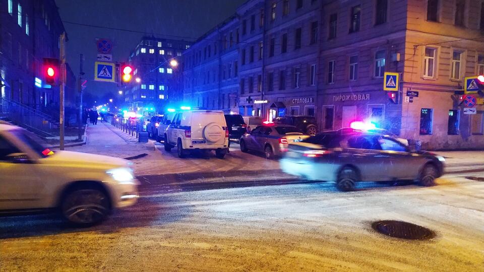 Массовая драка в Петербурге началась после заезда Porsche по тротуару