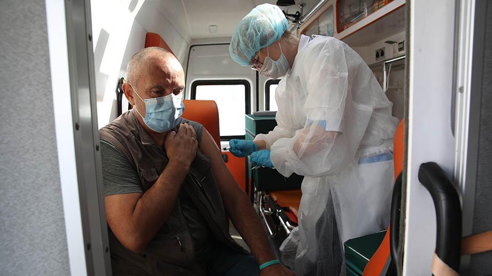 Иностранцы и все россияне смогут сделать прививку от COVID-19 в Москве
