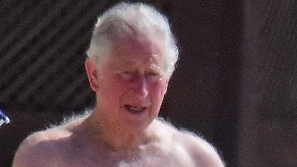 Фото обнаженного 70-летнего принца Чарльза появились в Сети