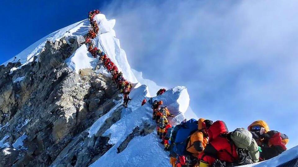 Вершину Эвереста разделят из-за ситуации с COVID-19