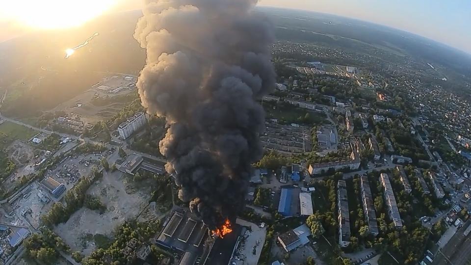 Крупный пожар на складе под Москвой локализован