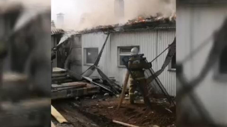 """На ферме в Башкирии на площади 3 тысячи """"квадратов"""" произошел пожар"""