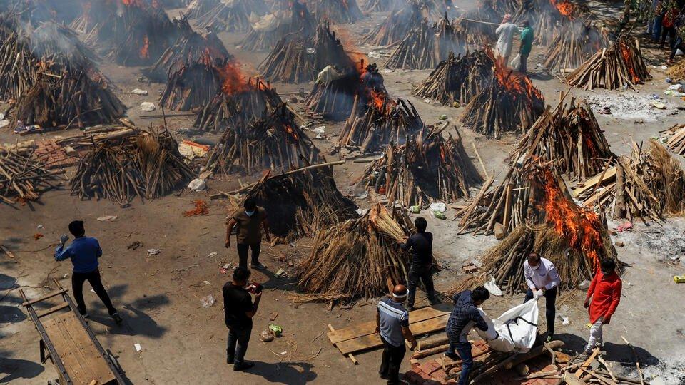 Коронавирусный шторм: Индия не справляется с кремацией умерших