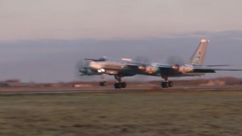 Два Ту-95МС провели патрулирование над нейтральными водами Арктики