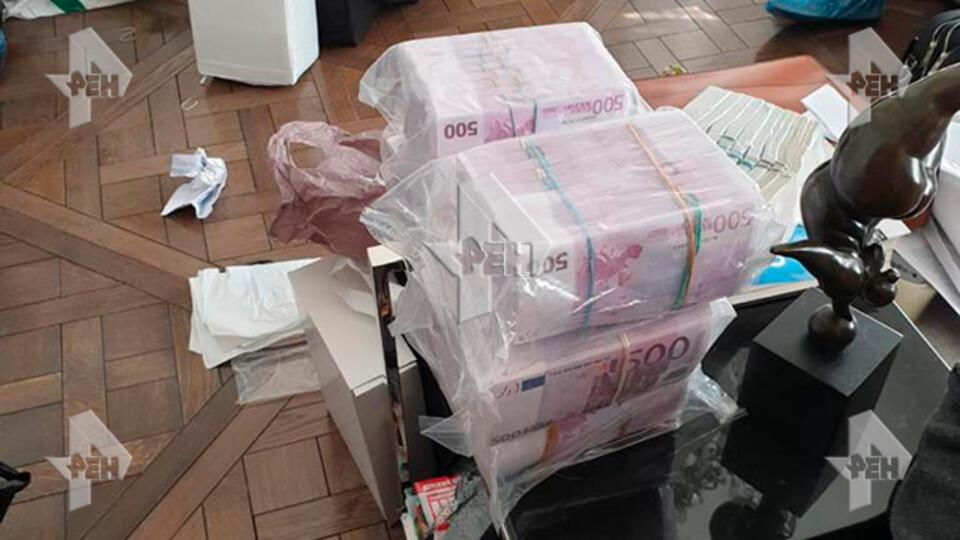 призналась пачка денег фото в пакете год смерти актера