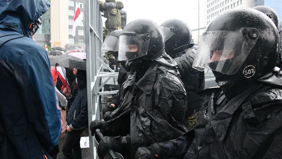 Сотни человек задержаны на протестах в Белоруссии в воскресенье, - МВД