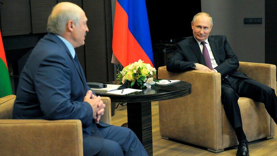 """""""Покажу, кто эти люди"""": Лукашенко привез Путину документы по Ryanair"""