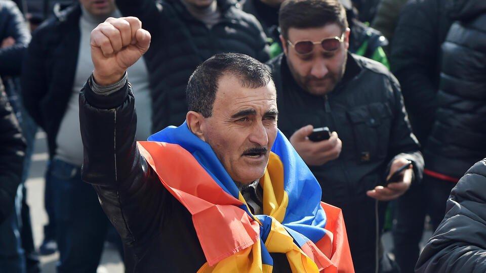 Оппозиция Армении проводит митинг-концерт у стен парламента в Ереване