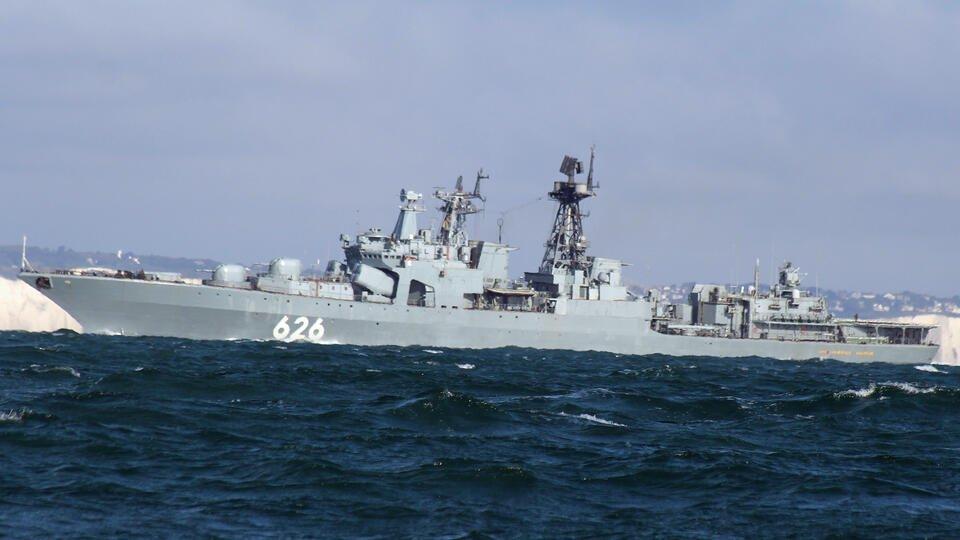 Великобритания пожаловалась на сующие свой нос российские корабли