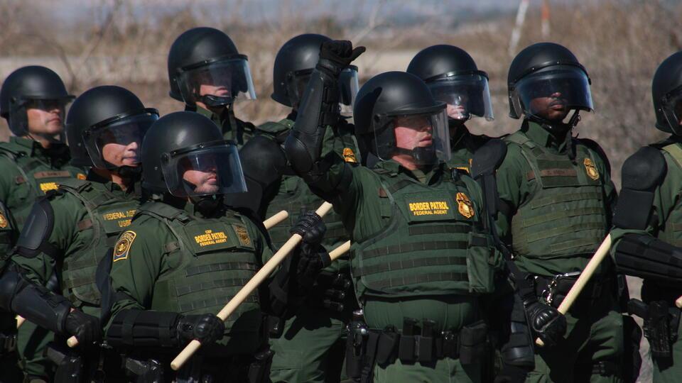 В США будут собирать ДНК задержанных мигрантов