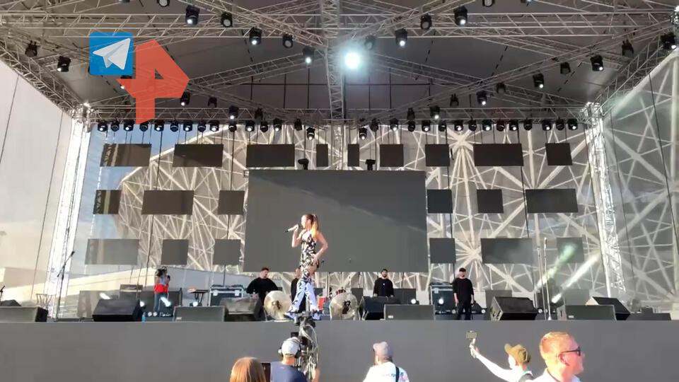 """""""Странное"""" поведение Бузовой на концерте в Волгограде сняли на видео"""