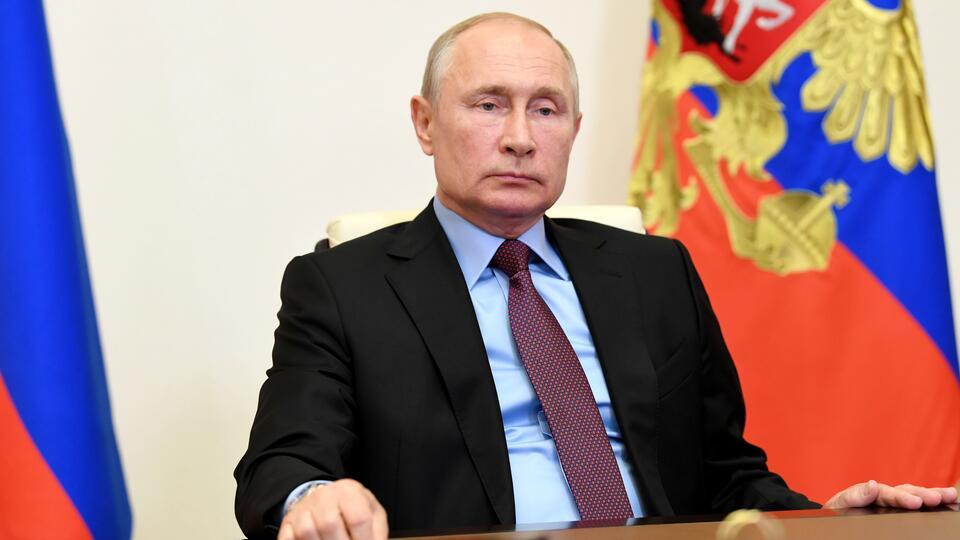 Путин подписал указ о выплате 10 тыс. руб. семьям с детьми до 16 лет