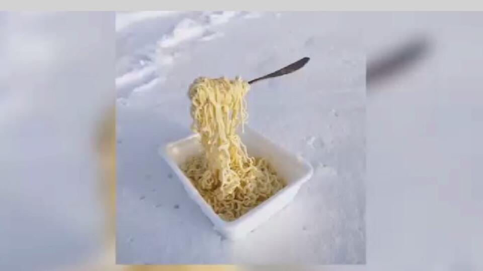 Сибиряки устроили дубак-челлендж из-за сильных морозов