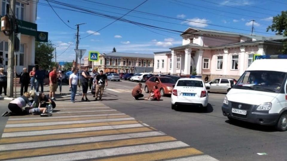 Водитель переехал двух девочек на переходе в Челябинской области