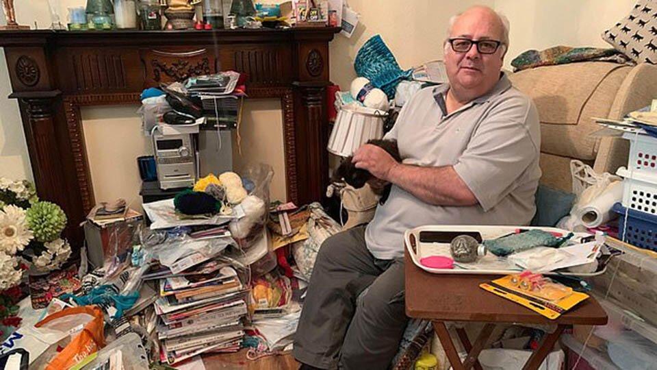 Горы хлама дома: одинокий дедушка от горя 18 лет коллекционирует мусор