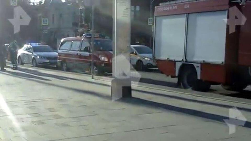 Автомобиль упал в воду возле храма в центре Москвы
