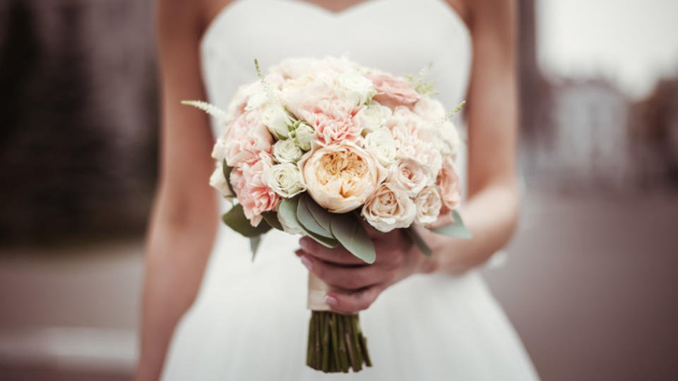"""Невеста прогнала мать со свадьбы после слов о том, что она """"испорчена"""""""