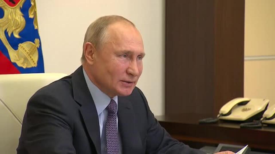 Путин гордится медиками, спасшими сотни тысяч жизней во время пандемии