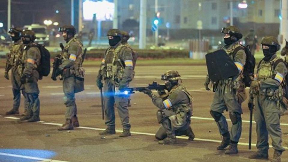 Протестующий погиб во время столкновений со спецназом в Минске