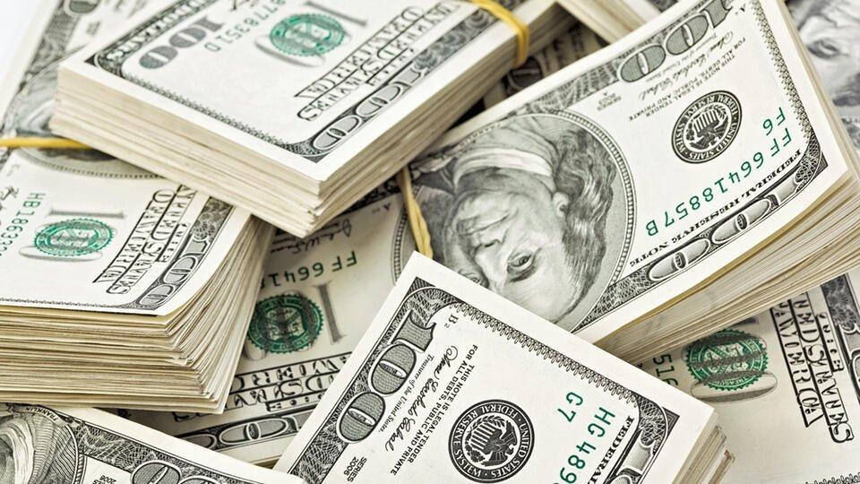 Курс доллара на Мосбирже поднялся выше 74 рублей