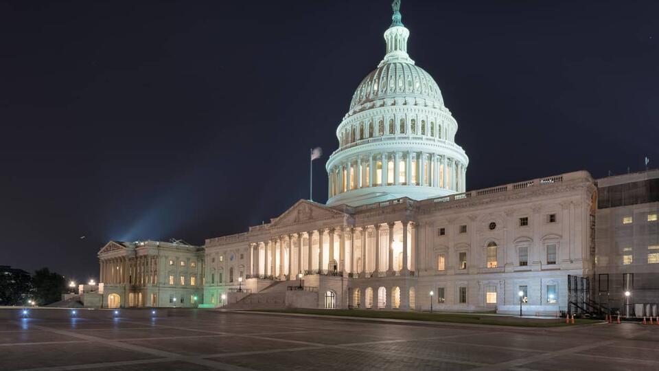 """В сенате США потребовали антироссийских санкций за """"очернение"""" Байдена"""