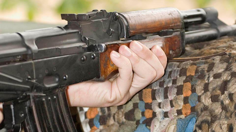 """Девочка расстреляла из автомата боевиков """"Талибана"""", убивших ее родных"""