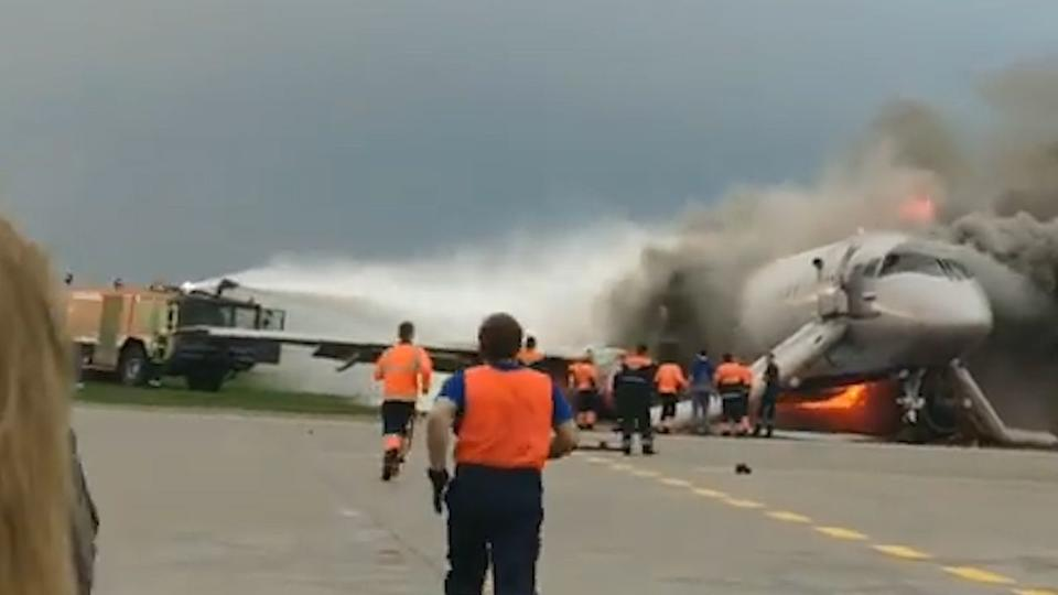 Переговоры экстренных служб Шереметьево: хаос, пассажиры разбежались, воды нет